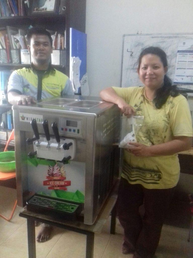 Ibu Fiki, Jakarta, Soft Ice Cream Machine