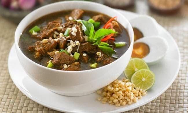 makanan khas surabaya rawon